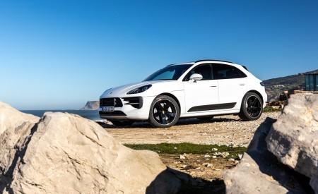 2020 Porsche Macan GTS (Color: Carrara White Metallic) Front Three-Quarter Wallpapers 450x275 (181)