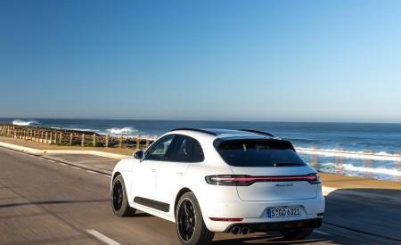 2020 Porsche Macan GTS (Color: Carrara White Metallic) Rear Three-Quarter Wallpapers 450x275 (177)