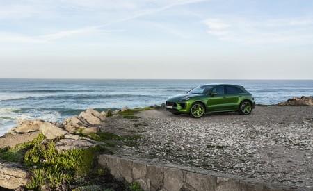 2020 Porsche Macan GTS (Color: Mamba Green Metallic) Front Three-Quarter Wallpapers 450x275 (135)