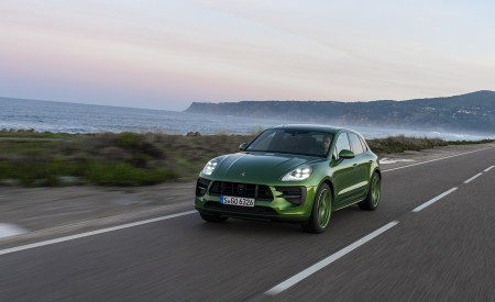 2020 Porsche Macan GTS (Color: Mamba Green Metallic) Front Three-Quarter Wallpapers 450x275 (116)