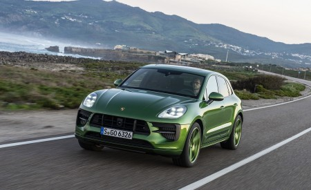 2020 Porsche Macan GTS (Color: Mamba Green Metallic) Front Three-Quarter Wallpapers 450x275 (118)