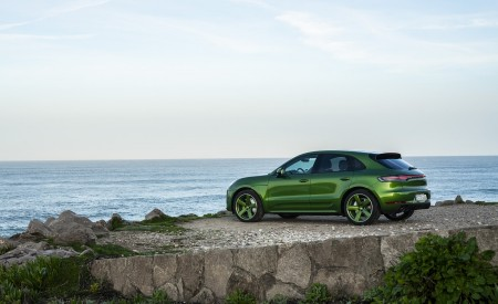 2020 Porsche Macan GTS (Color: Mamba Green Metallic) Rear Three-Quarter Wallpapers 450x275 (140)