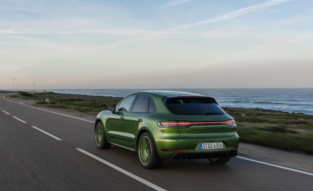2020 Porsche Macan GTS (Color: Mamba Green Metallic) Rear Three-Quarter Wallpapers 450x275 (128)