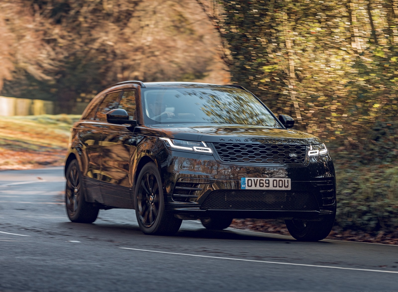 2020 Range Rover Velar R-Dynamic Black Front Three-Quarter Wallpapers (3)