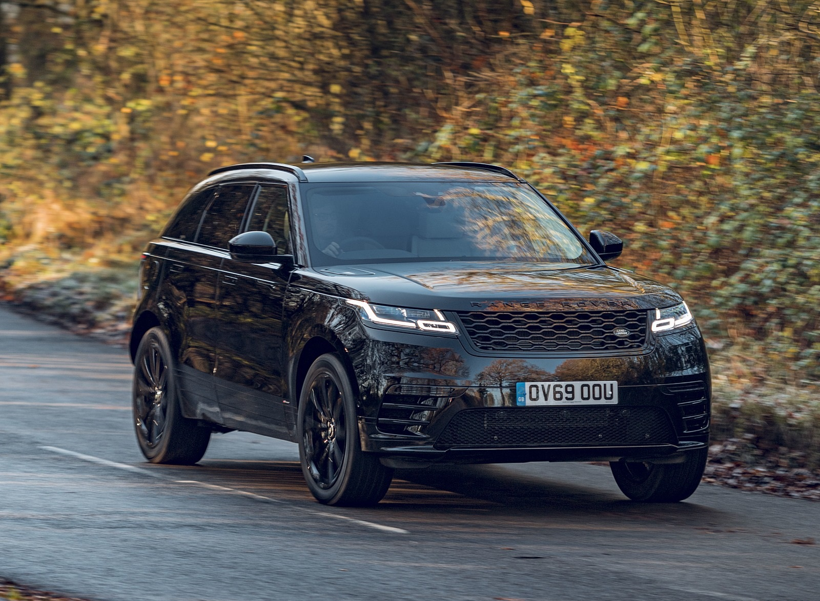 2020 Range Rover Velar R-Dynamic Black Front Three-Quarter Wallpapers (2)