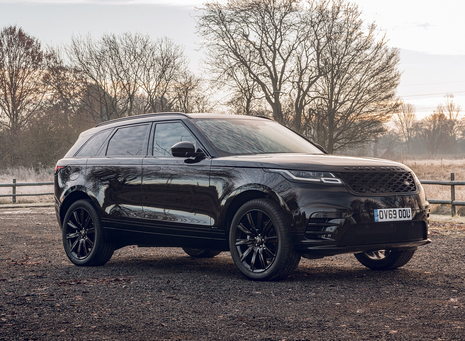 2020 Range Rover Velar R-Dynamic Black Front Three-Quarter Wallpapers (8)