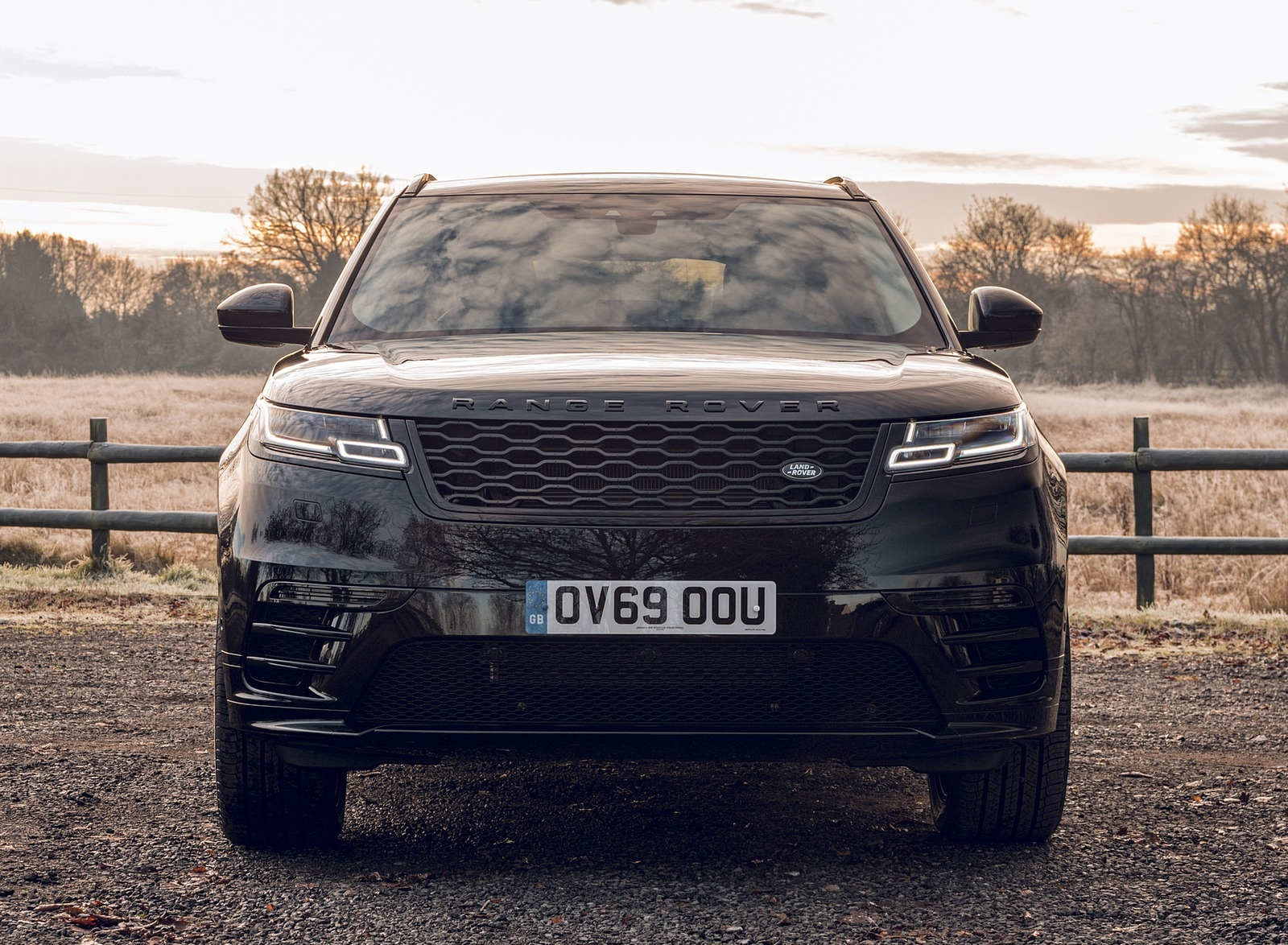 2020 Range Rover Velar R-Dynamic Black Front Wallpapers (9)