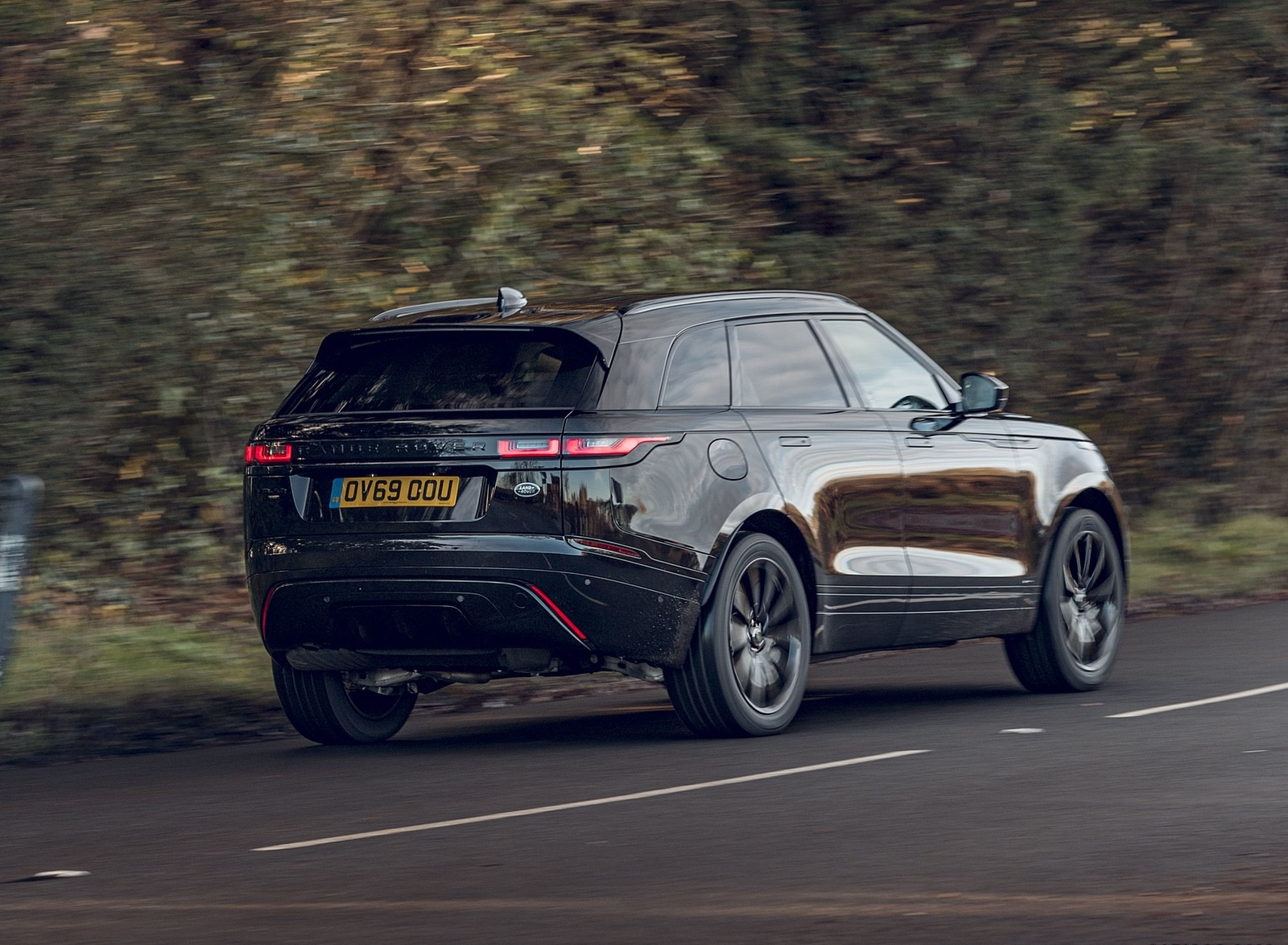 2020 Range Rover Velar R-Dynamic Black Rear Three-Quarter Wallpapers (4)
