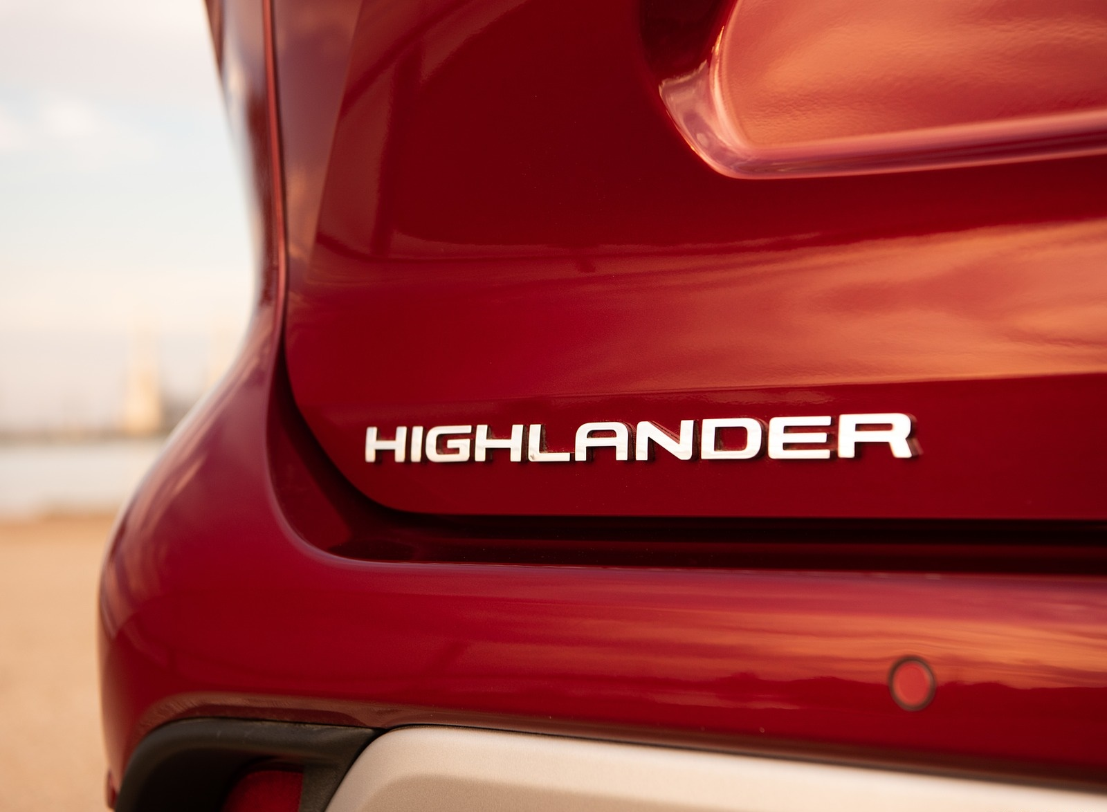 2020 Toyota Highlander Platinum Hybrid AWD (Color: Ruby Flare Pearl) Badge Wallpapers (5)