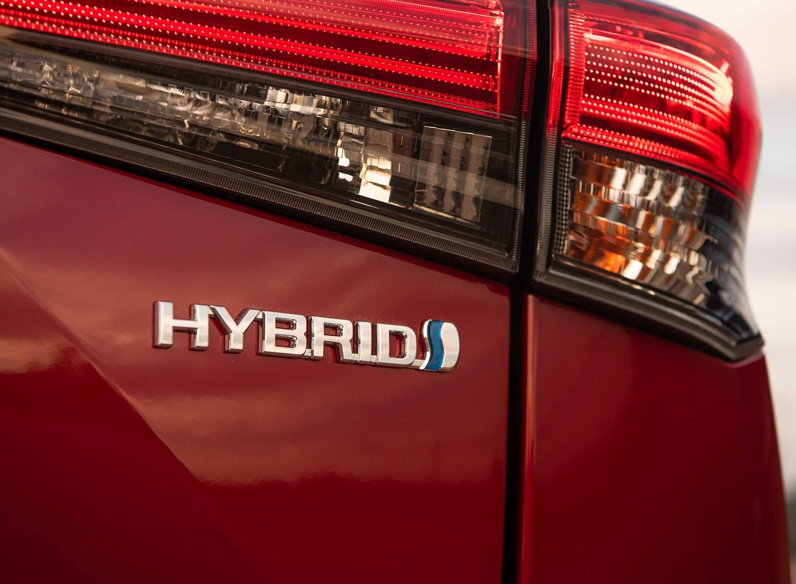 2020 Toyota Highlander Platinum Hybrid AWD (Color: Ruby Flare Pearl) Badge Wallpapers #16 of 42
