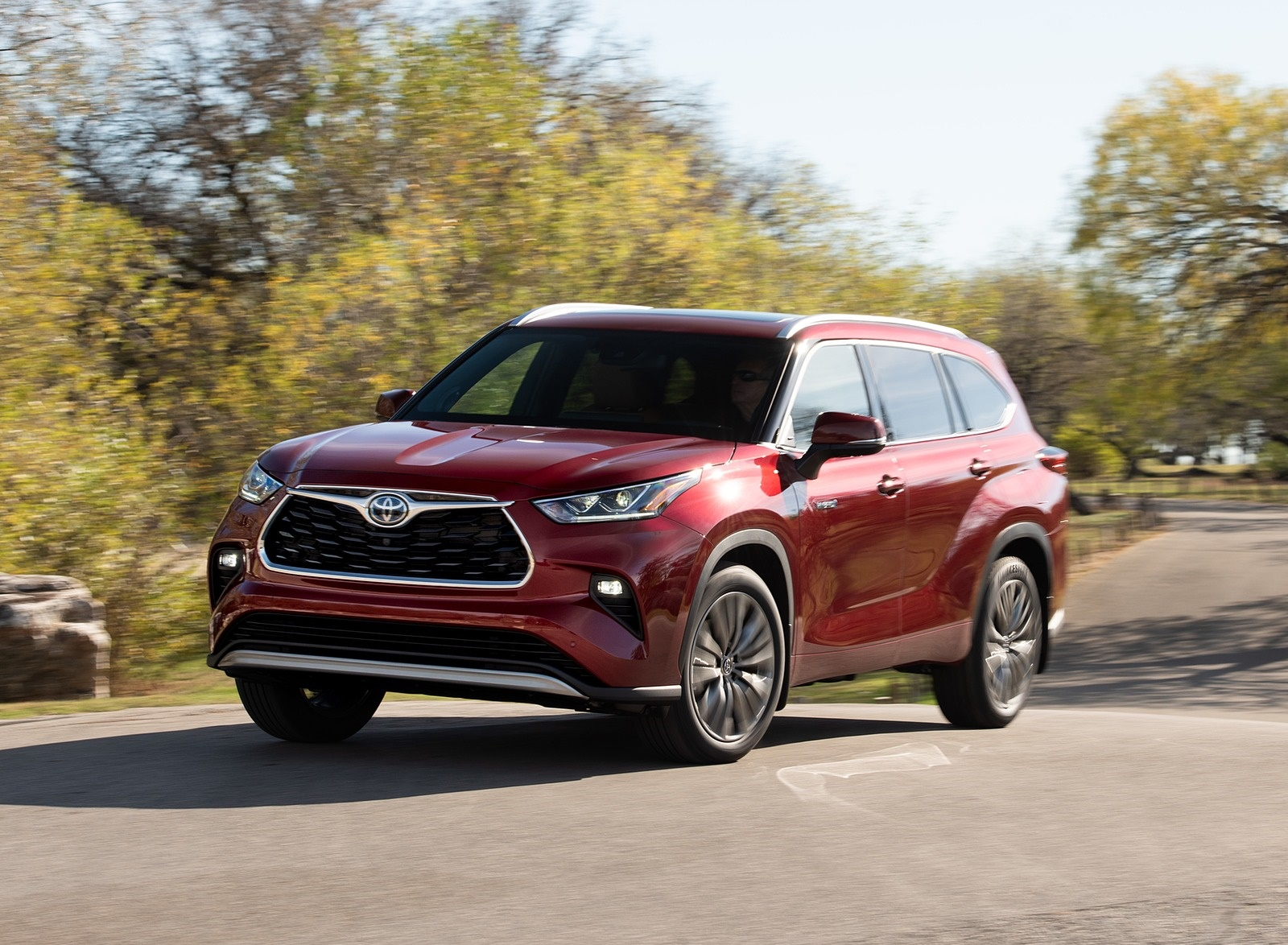 2020 Toyota Highlander Platinum Hybrid AWD (Color: Ruby Flare Pearl) Front Three-Quarter Wallpapers (1)