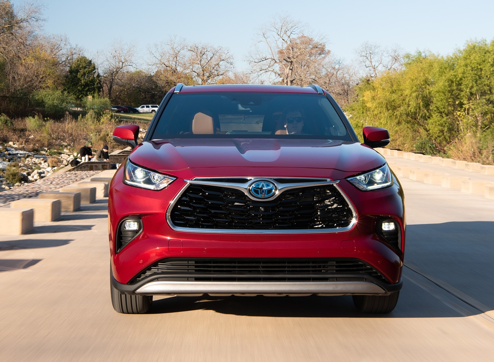 2020 Toyota Highlander Platinum Hybrid AWD (Color: Ruby Flare Pearl) Front Wallpapers (2)