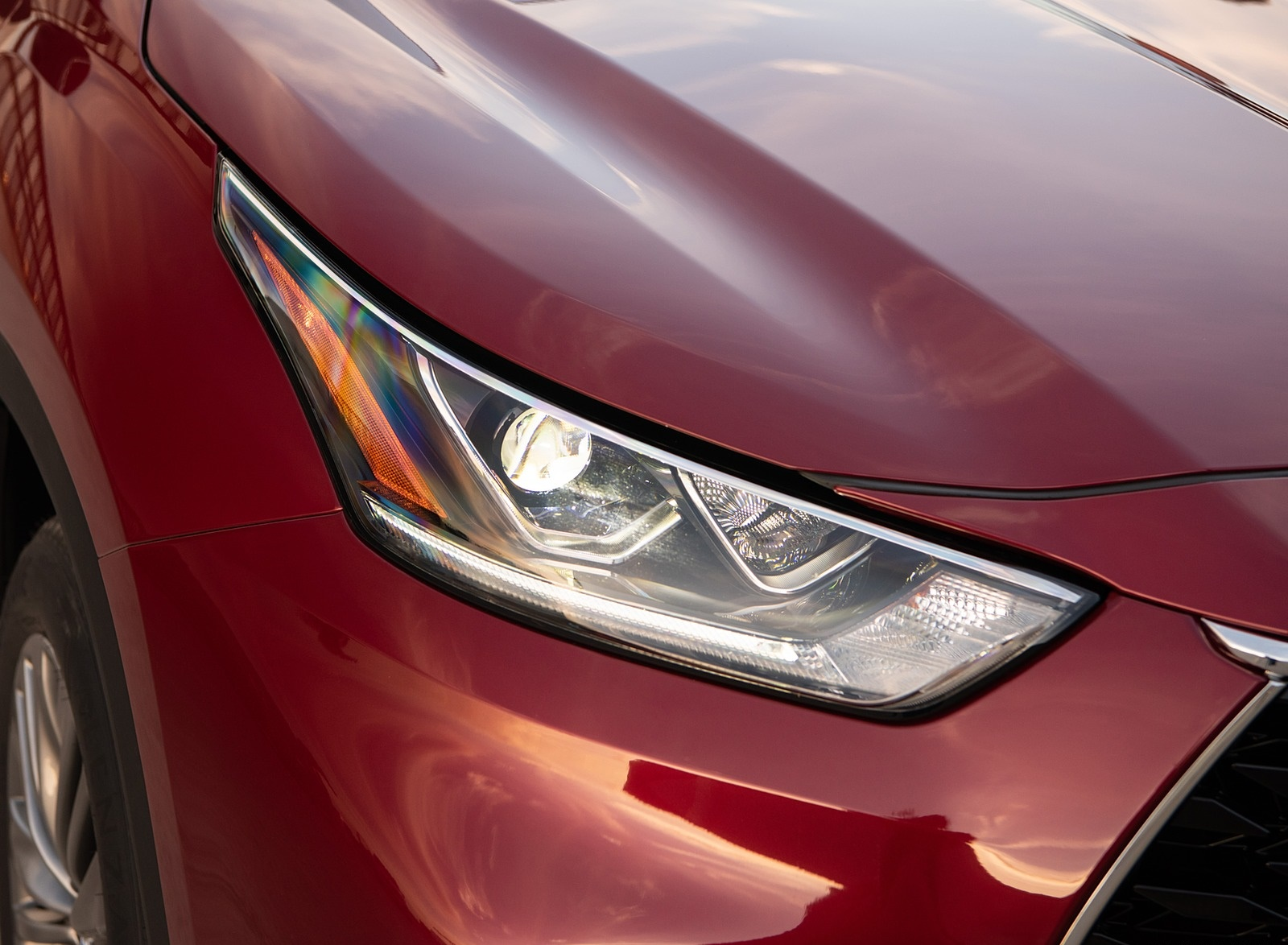 2020 Toyota Highlander Platinum Hybrid AWD (Color: Ruby Flare Pearl) Headlight Wallpapers (9)