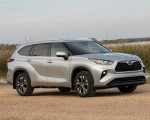 2020 Toyota Highlander XLE (Color: Silver Metallic) Front Three-Quarter Wallpapers 150x120 (11)