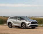 2020 Toyota Highlander XLE (Color: Silver Metallic) Front Three-Quarter Wallpapers 150x120 (8)