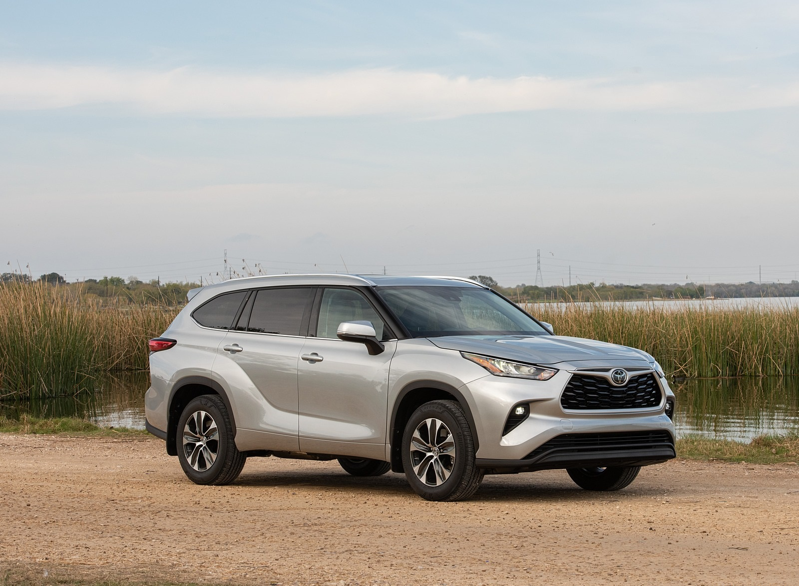 2020 Toyota Highlander XLE (Color: Silver Metallic) Front Three-Quarter Wallpapers (8)