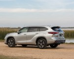 2020 Toyota Highlander XLE (Color: Silver Metallic) Rear Three-Quarter Wallpapers 150x120 (15)