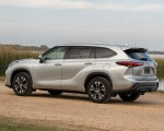 2020 Toyota Highlander XLE (Color: Silver Metallic) Rear Three-Quarter Wallpapers 150x120 (14)