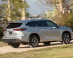 2020 Toyota Highlander XLE (Color: Silver Metallic) Rear Three-Quarter Wallpapers 150x120 (5)
