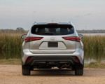 2020 Toyota Highlander XLE (Color: Silver Metallic) Rear Wallpapers 150x120 (16)