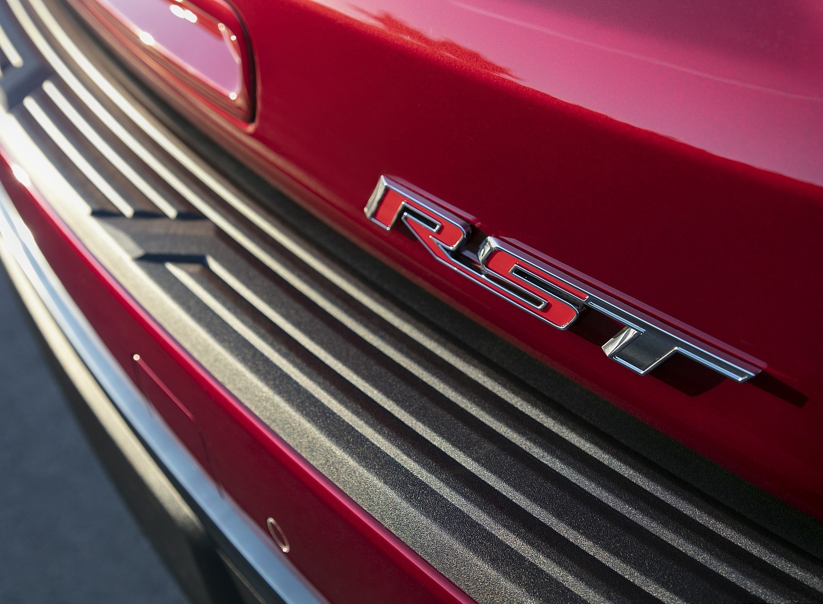 2021 Chevrolet Tahoe RST Badge Wallpapers (9)