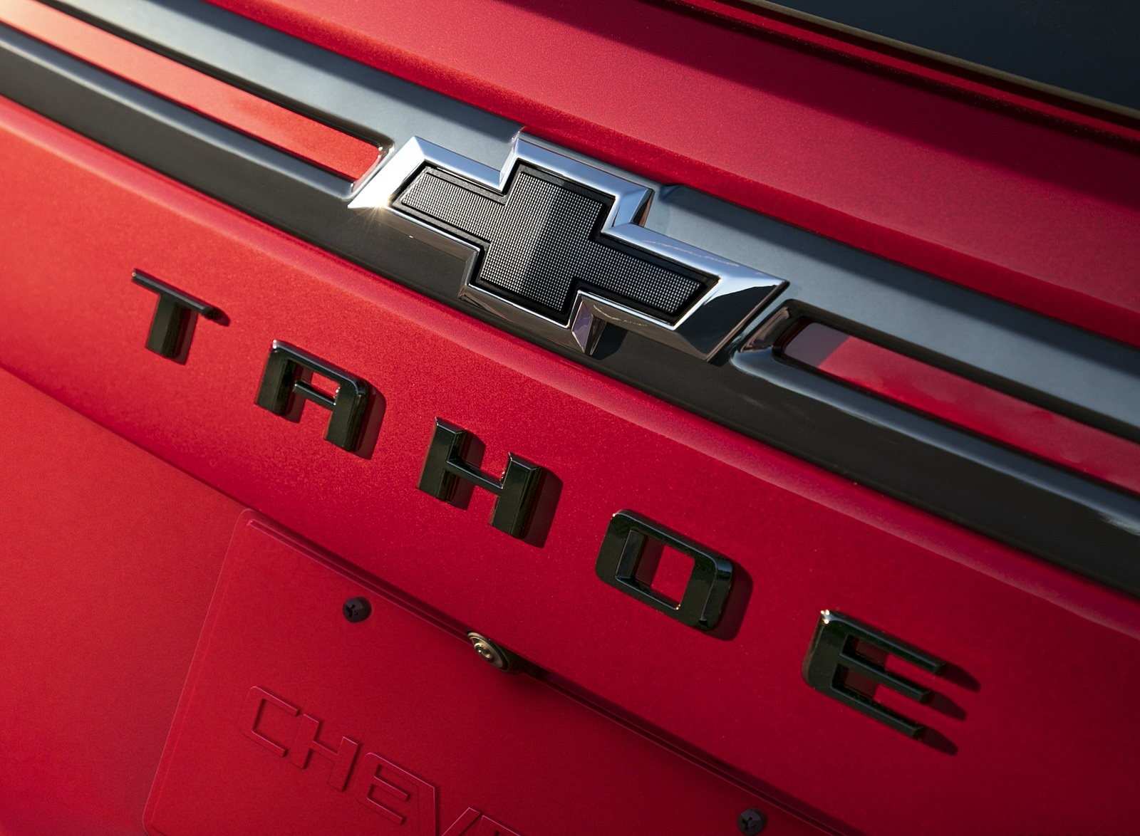 2021 Chevrolet Tahoe RST Badge Wallpapers (10)