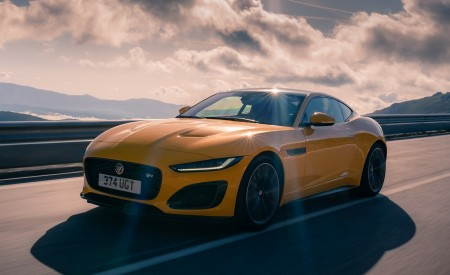2021 Jaguar F-TYPE R Coupe AWD (Color: Sorrento Yellow) Front Three-Quarter Wallpapers 450x275 (12)