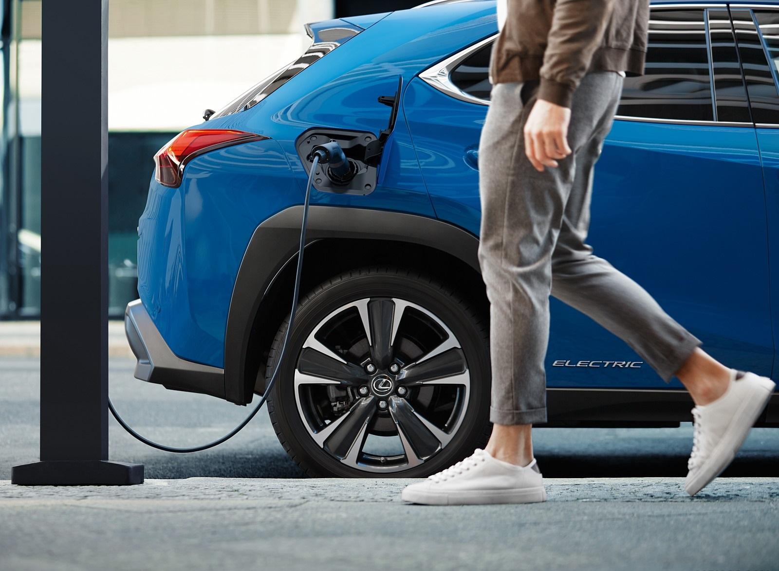 2021 Lexus UX 300e EV (EU-Spec) Charging Wallpapers (10)