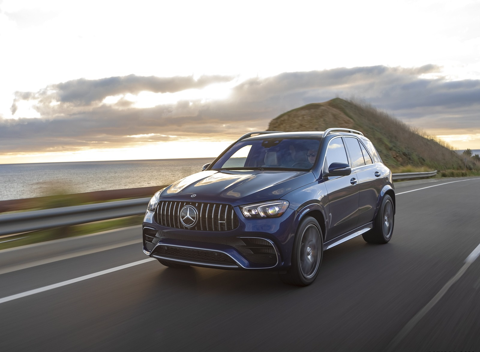 2021 Mercedes-AMG GLE 63 S (US-Spec) Front Three-Quarter Wallpapers (4)