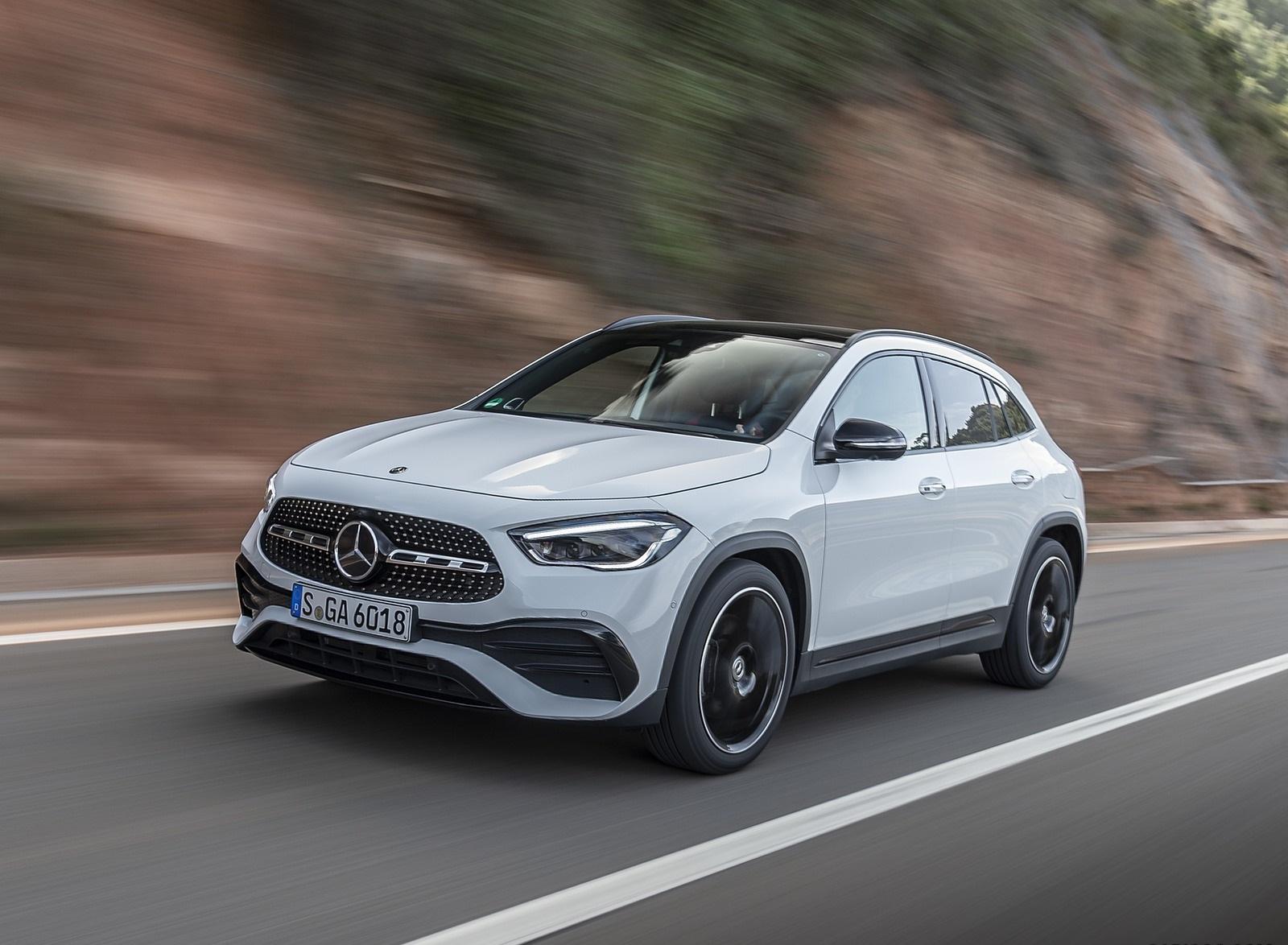 2021 Mercedes-Benz GLA 250 (Color: Digital White) Front Three-Quarter Wallpapers (2)