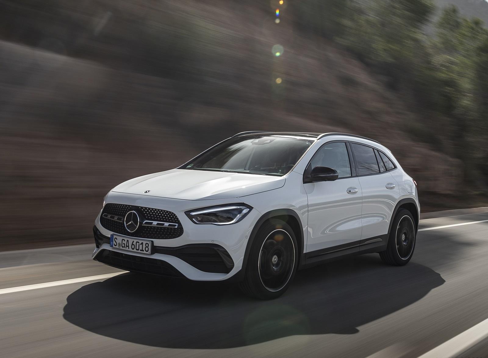 2021 Mercedes-Benz GLA 250 (Color: Digital White) Front Three-Quarter Wallpapers (3)