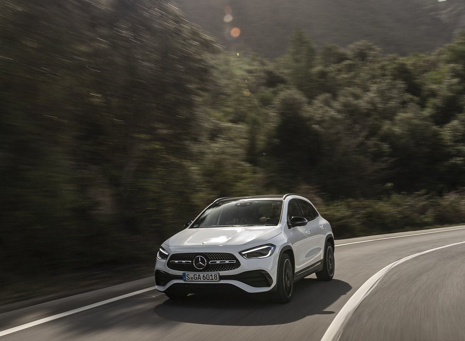 2021 Mercedes-Benz GLA 250 (Color: Digital White) Front Wallpapers (4)