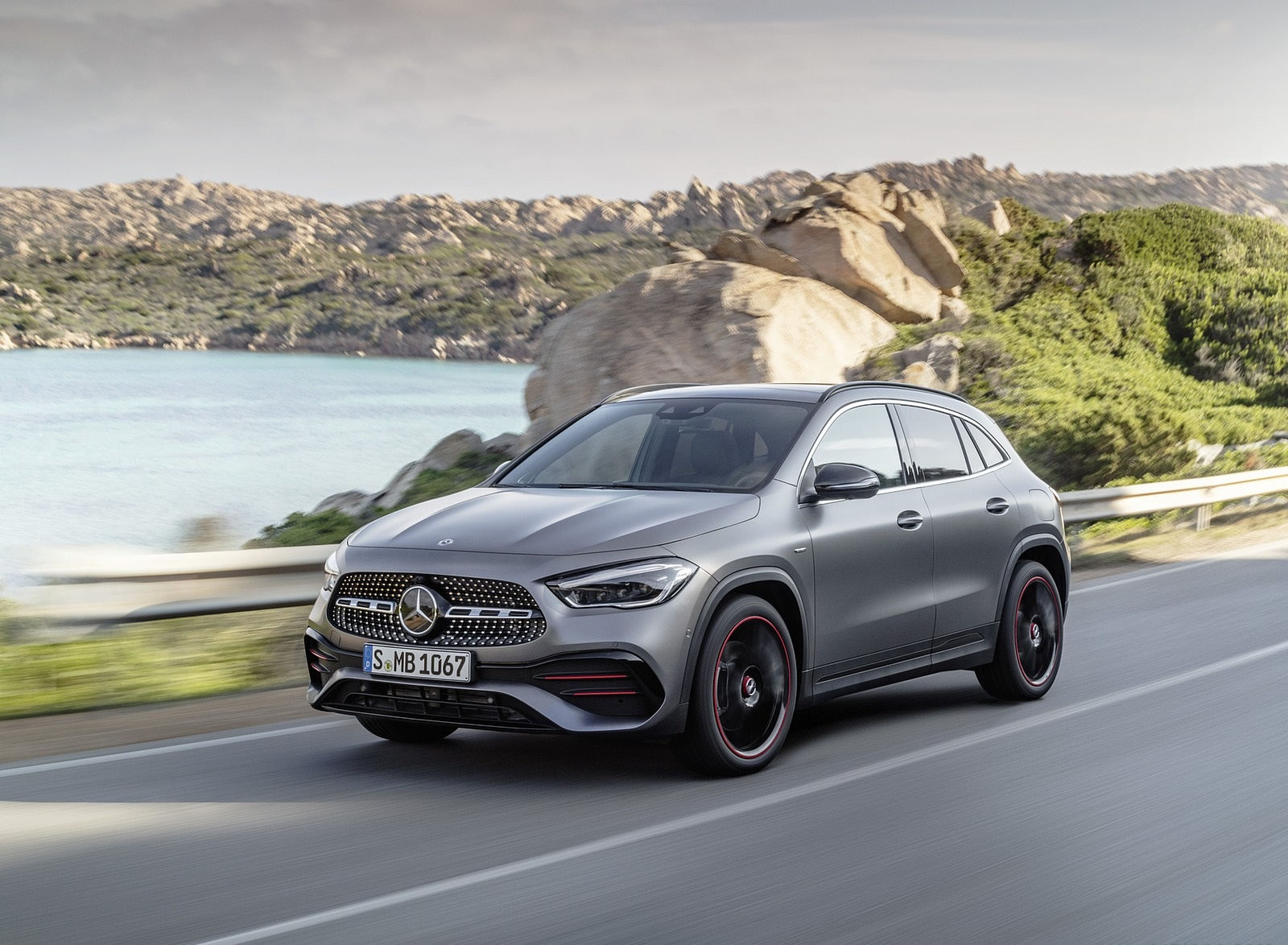 2021 Mercedes-Benz GLA Edition1 AMG Line (Color: Mountain Grey MAGNO) Front Three-Quarter Wallpapers (2)
