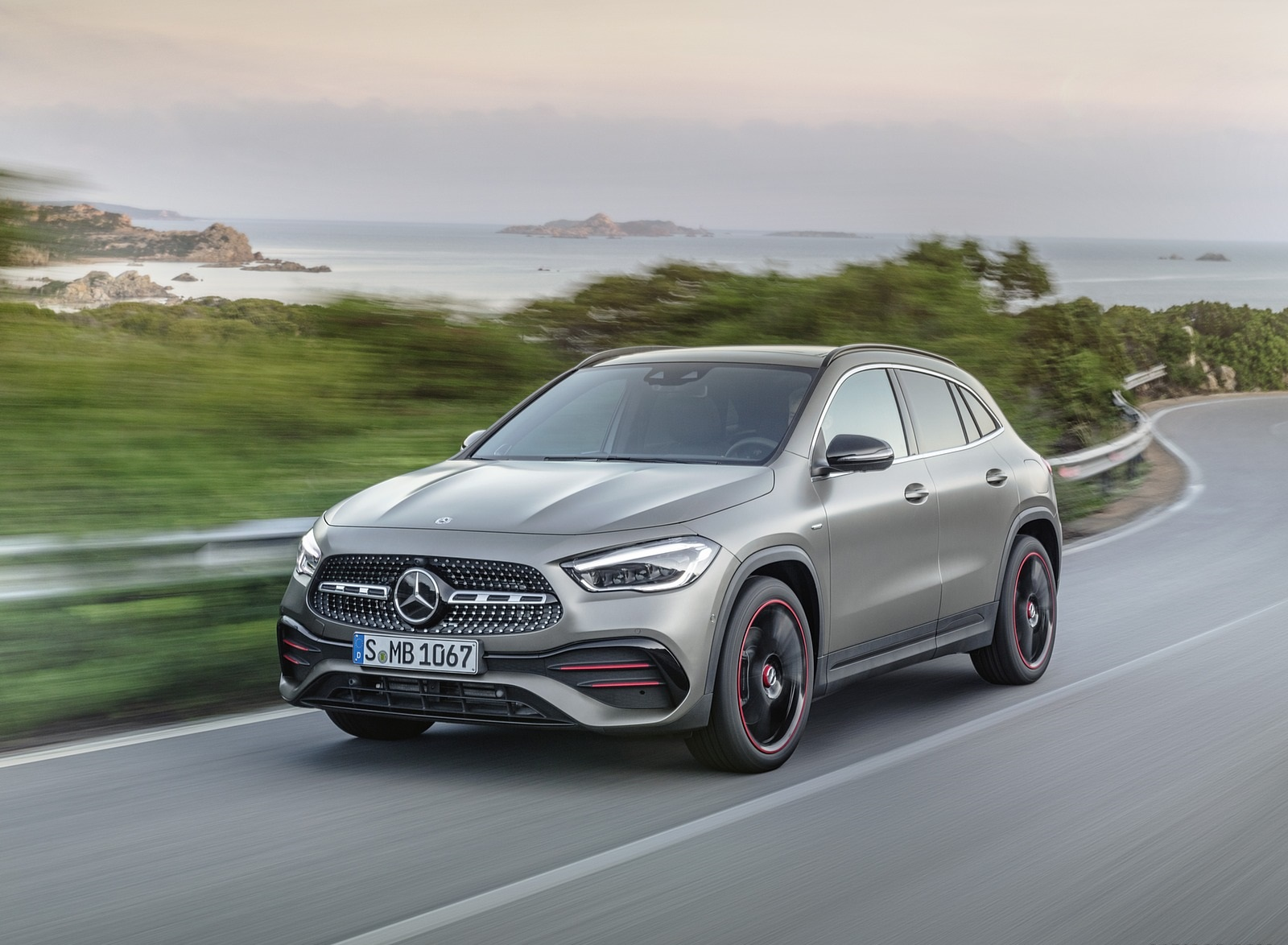 2021 Mercedes-Benz GLA Edition1 AMG Line (Color: Mountain Grey MAGNO) Front Three-Quarter Wallpapers (1)