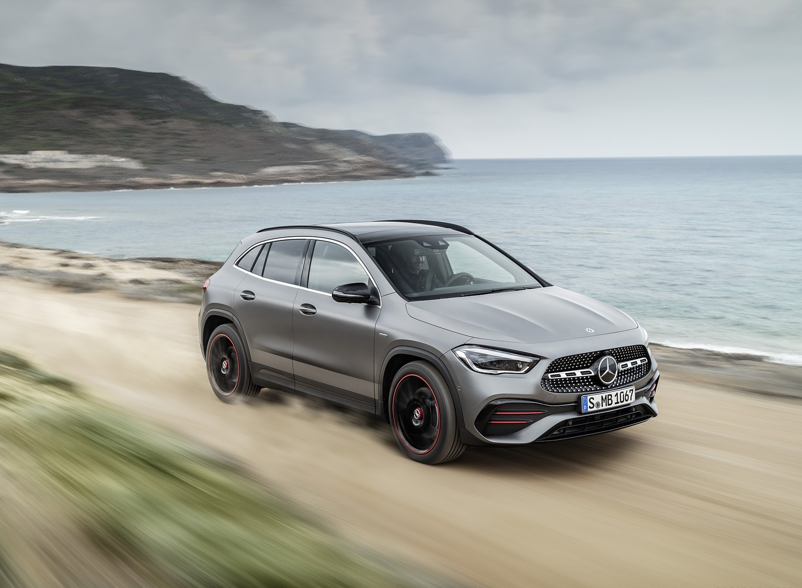 2021 Mercedes-Benz GLA Edition1 AMG Line (Color: Mountain Grey MAGNO) Front Three-Quarter Wallpapers (3)