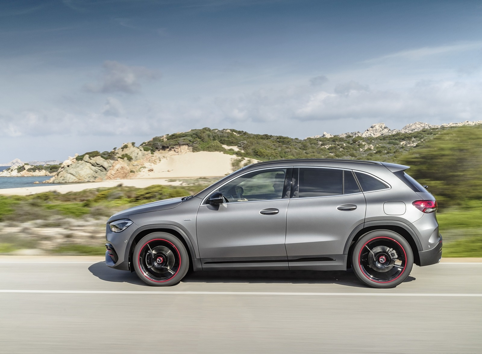2021 Mercedes-Benz GLA Edition1 AMG Line (Color: Mountain Grey MAGNO) Side Wallpapers (10)