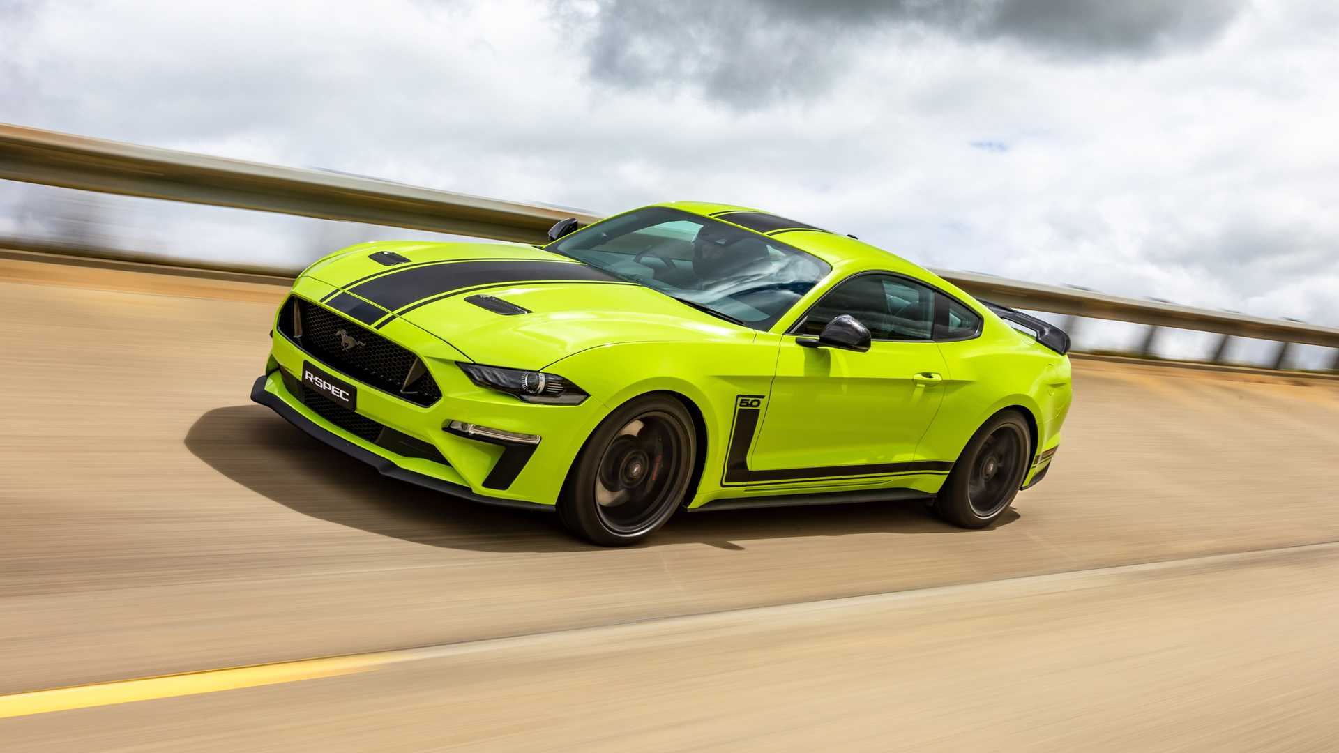 2020 Ford Mustang R-Spec (Color: Grabber Lime) Front Three-Quarter Wallpapers (2)
