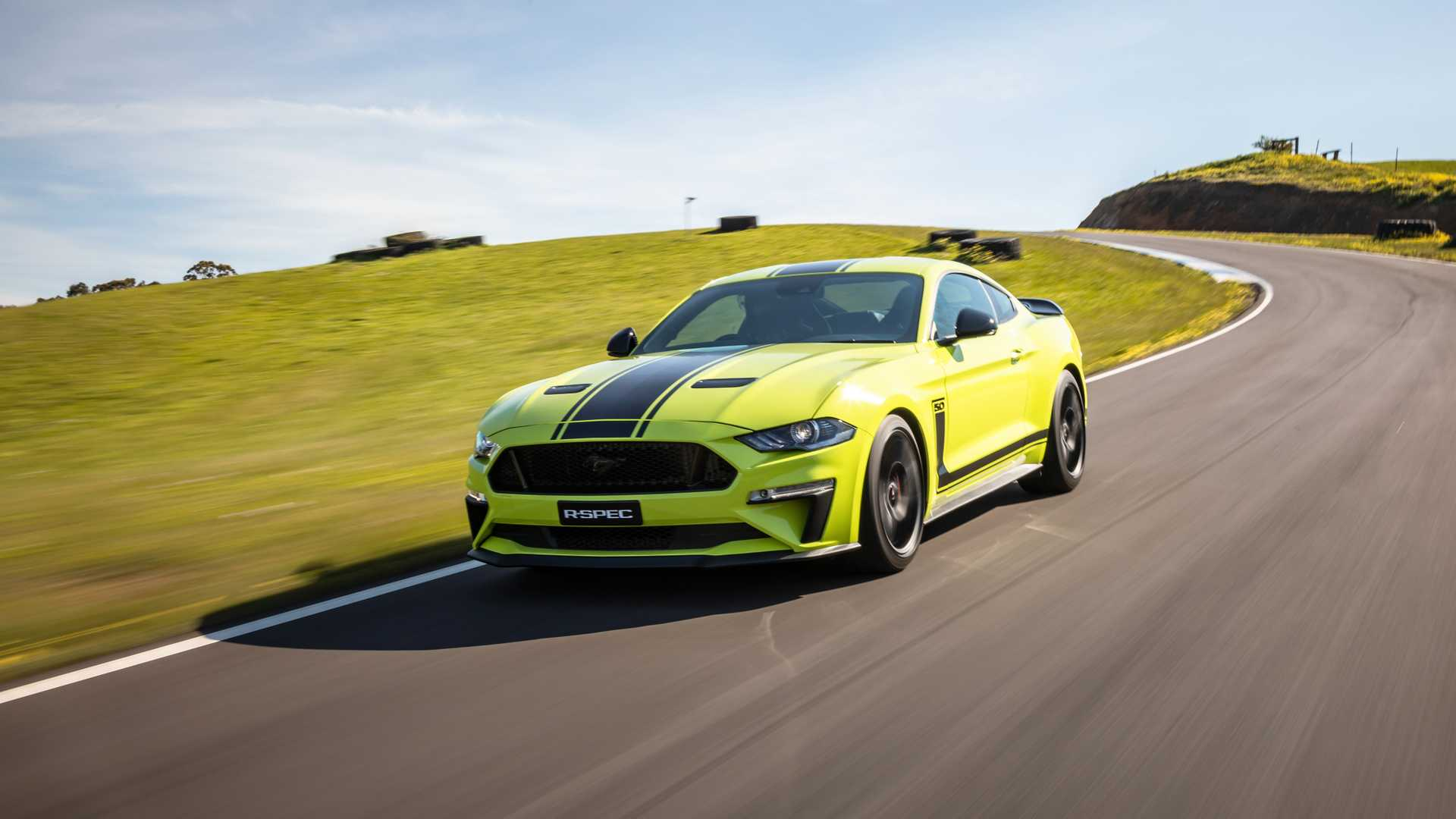 2020 Ford Mustang R-Spec (Color: Grabber Lime) Front Three-Quarter Wallpapers (3)