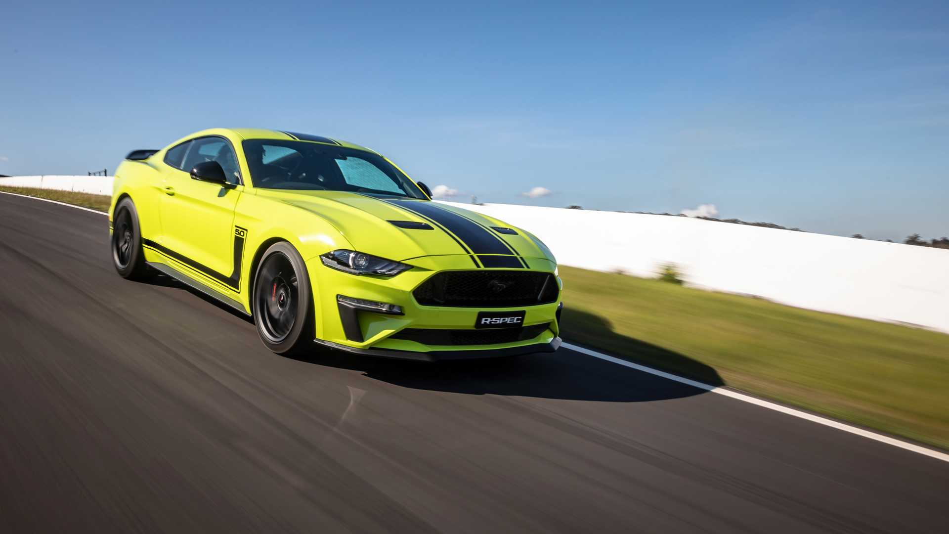 2020 Ford Mustang R-Spec (Color: Grabber Lime) Front Three-Quarter Wallpapers (4)