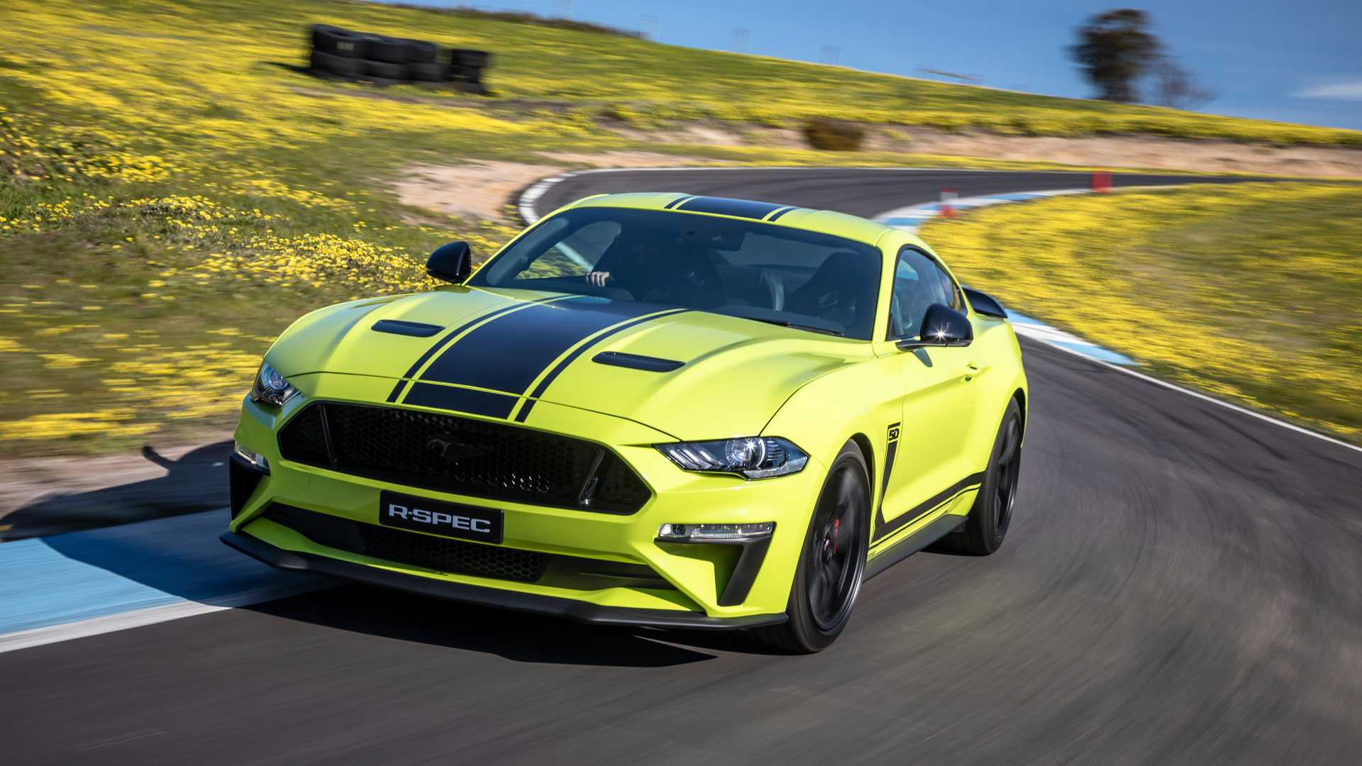 2020 Ford Mustang R-Spec (Color: Grabber Lime) Front Three-Quarter Wallpapers (5)