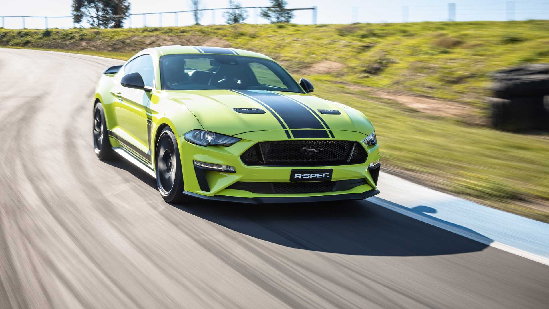 2020 Ford Mustang R-Spec (Color: Grabber Lime) Front Three-Quarter Wallpapers (6)