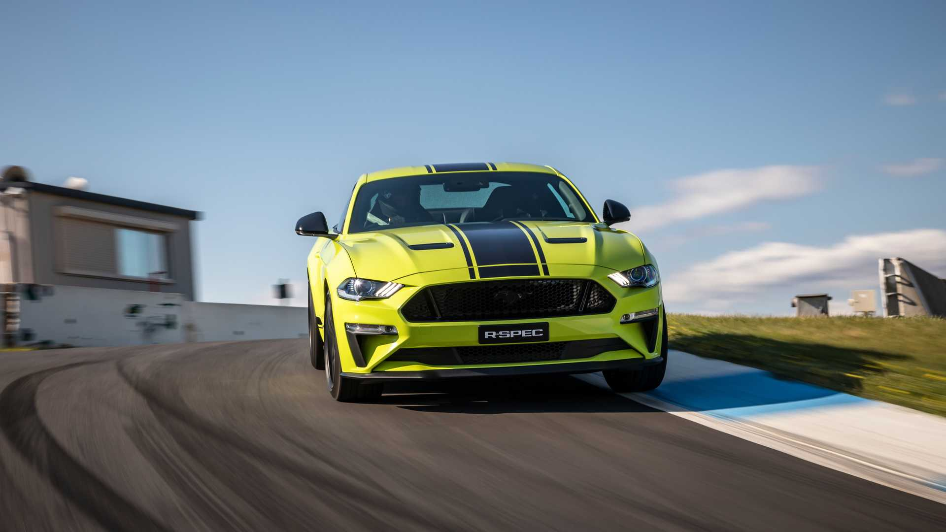 2020 Ford Mustang R-Spec (Color: Grabber Lime) Front Wallpapers (7)