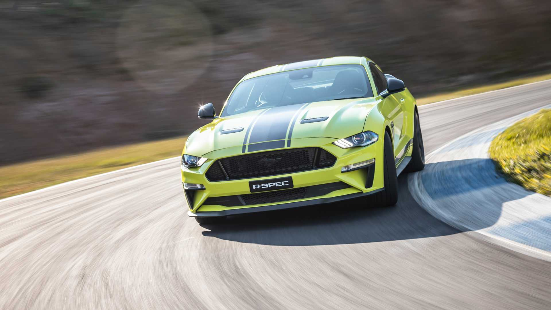 2020 Ford Mustang R-Spec (Color: Grabber Lime) Front Wallpapers (8)