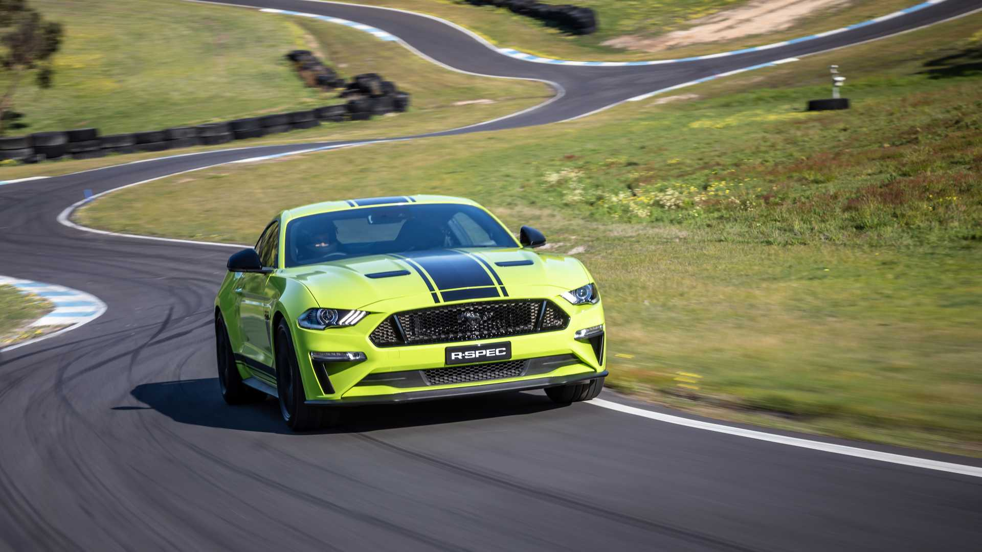 2020 Ford Mustang R-Spec (Color: Grabber Lime) Front Wallpapers (9)