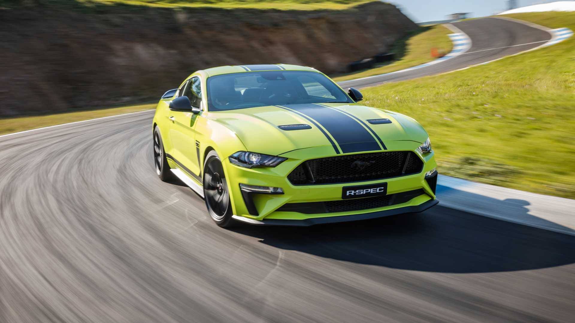 2020 Ford Mustang R-Spec (Color: Grabber Lime) Front Wallpapers (10)