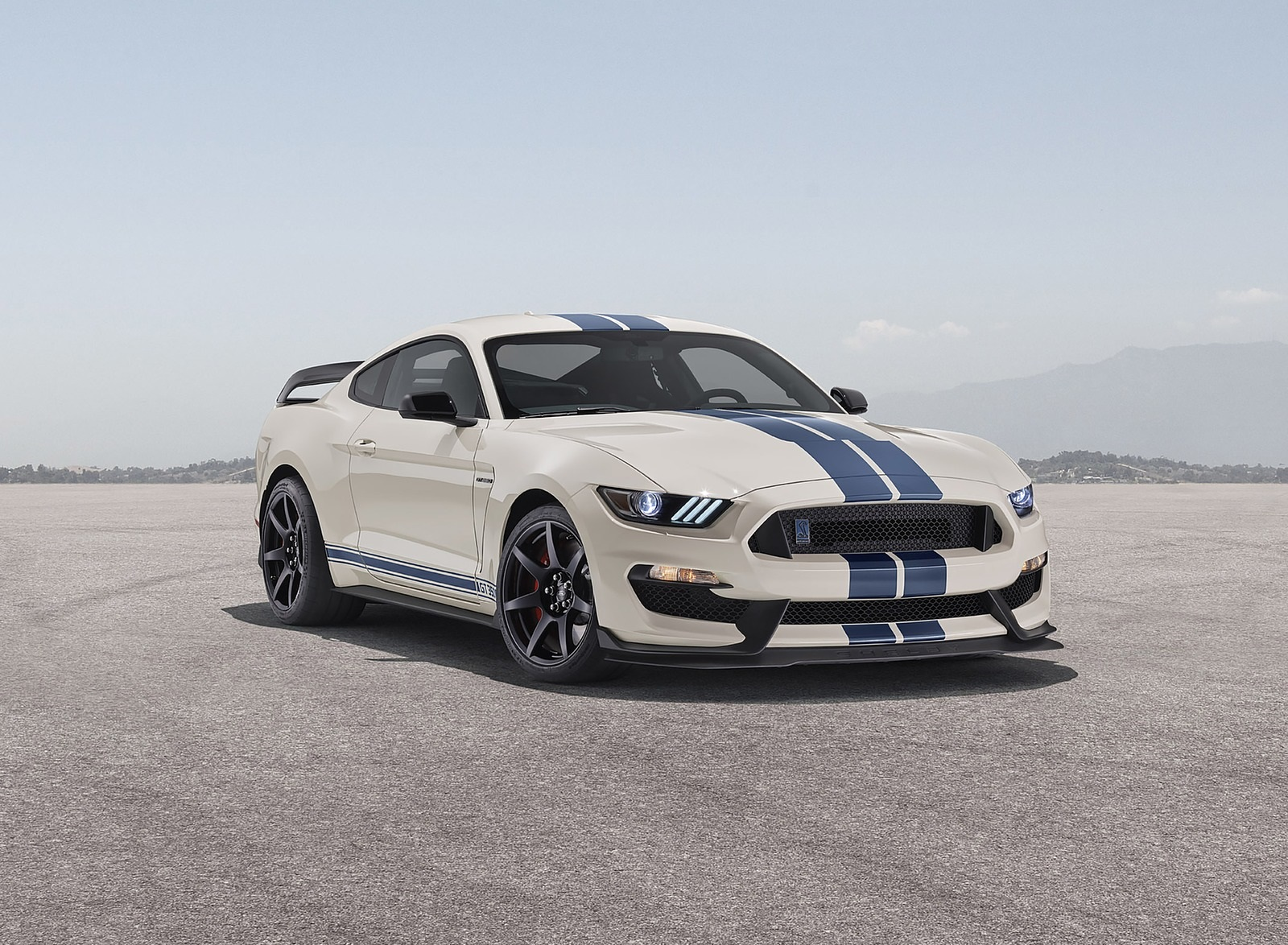 2020 Ford Mustang Shelby GT350 Heritage Edition Package Front Three-Quarter Wallpapers (2)