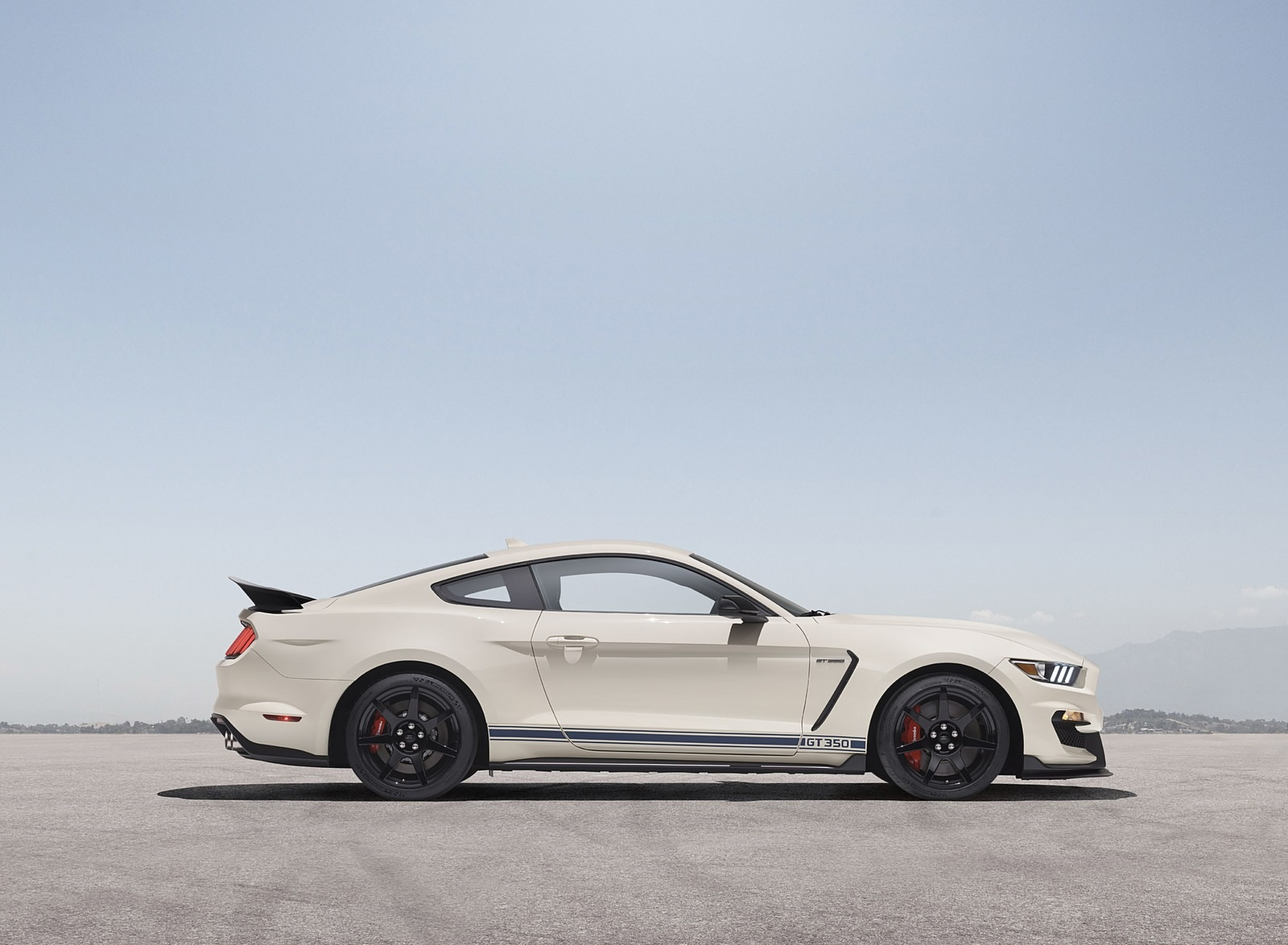 2020 Ford Mustang Shelby GT350 Heritage Edition Package Side Wallpapers (5)