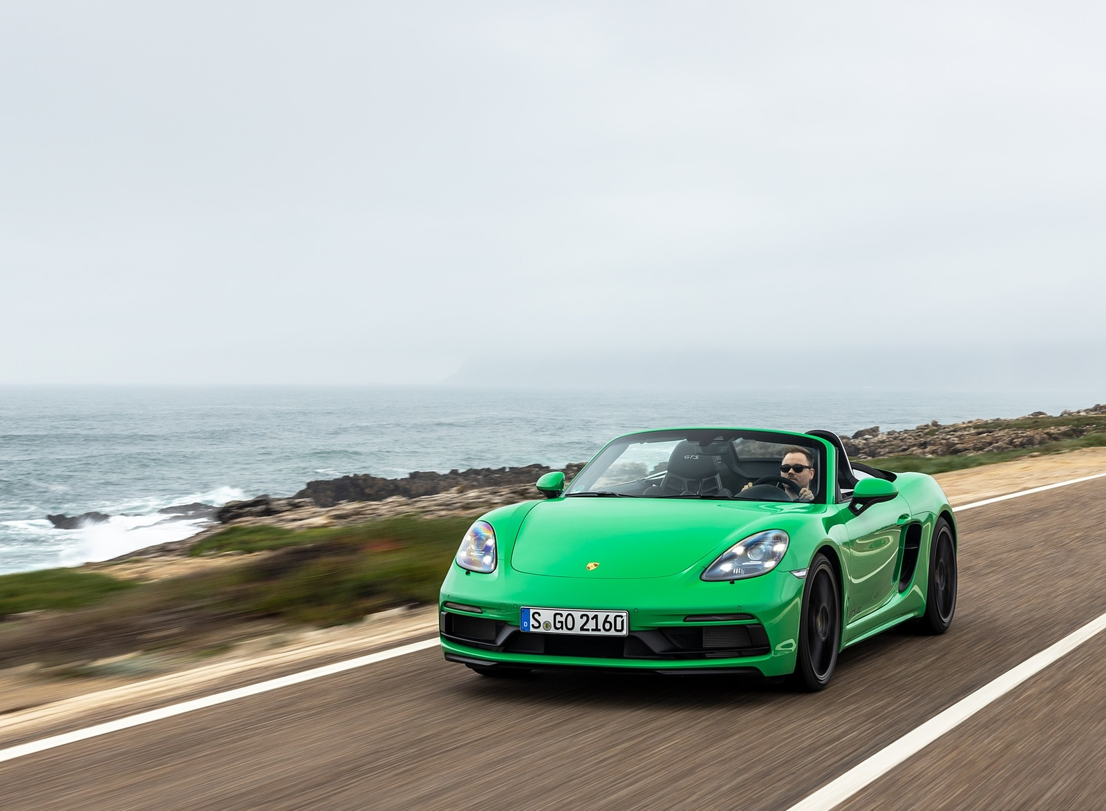 2020 Porsche 718 Boxster GTS 4.0 (Color: Phyton Green) Front Wallpapers (4)