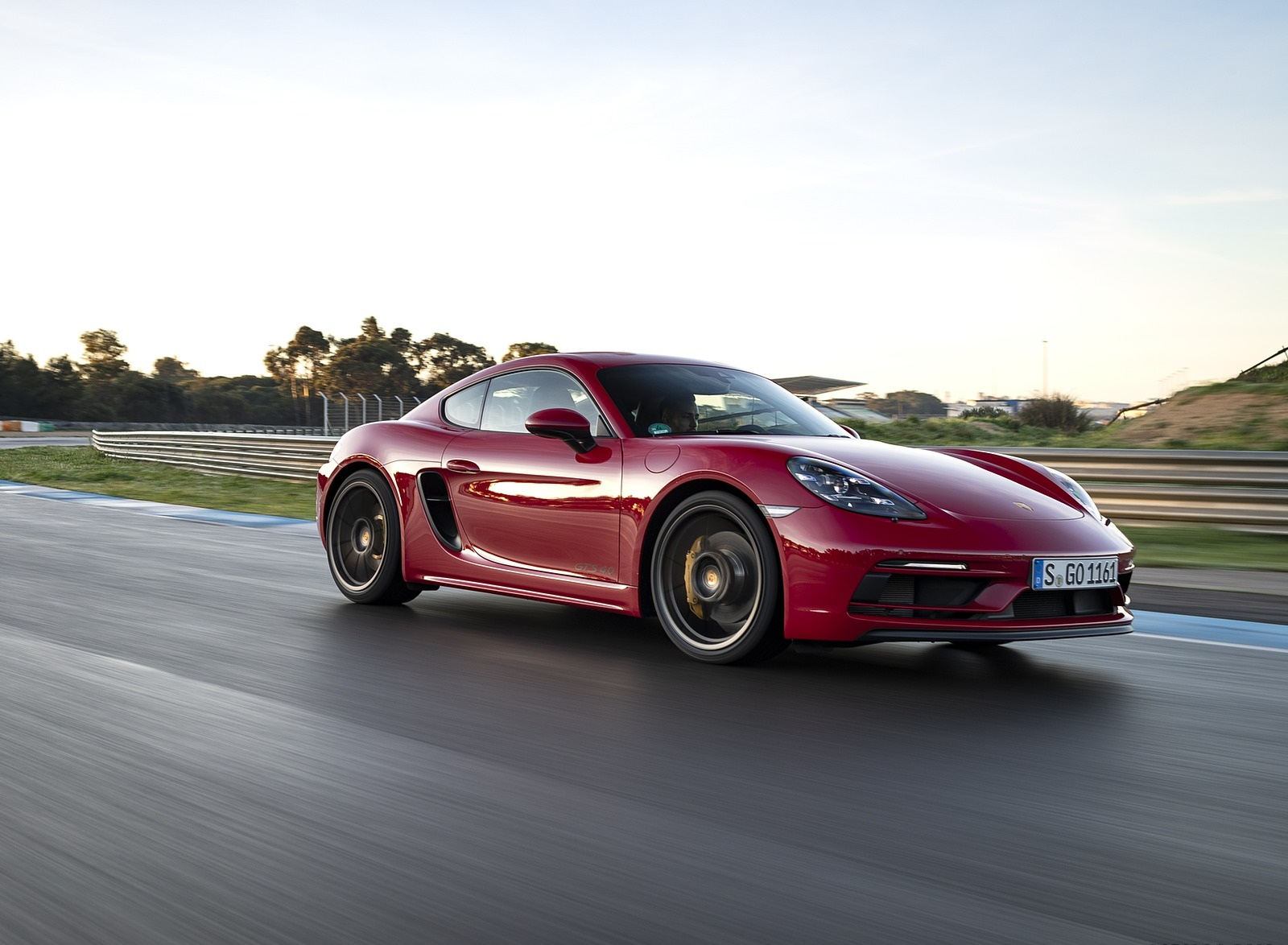 2020 Porsche 718 Cayman GTS 4.0 (Color: Carmine Red) Front Three-Quarter Wallpapers (1)