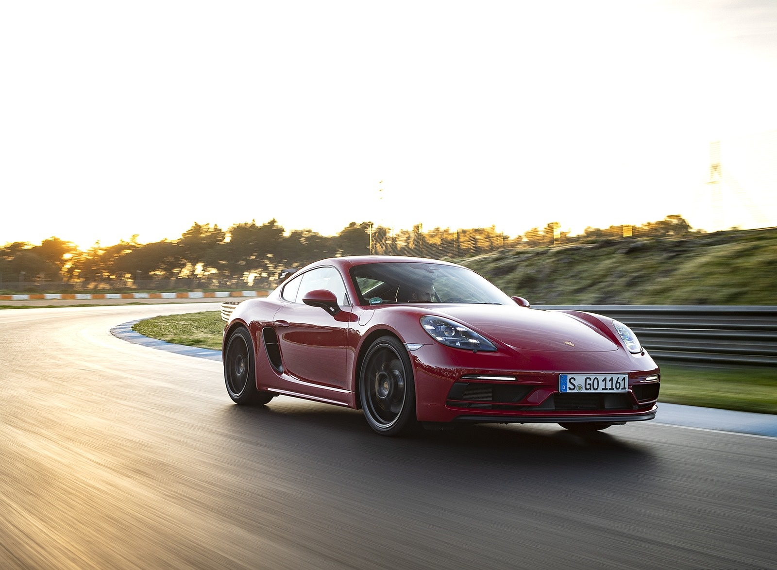 2020 Porsche 718 Cayman GTS 4.0 (Color: Carmine Red) Front Three-Quarter Wallpapers (2)